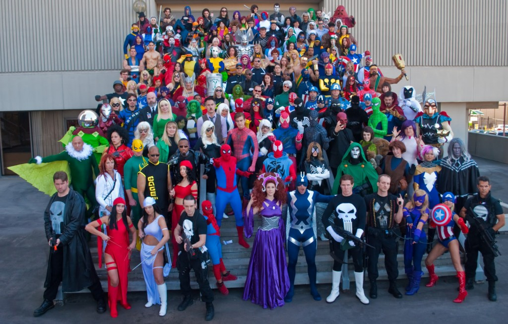 Foto di cosplayer di un gruppo Marvel in un evento Cosplay