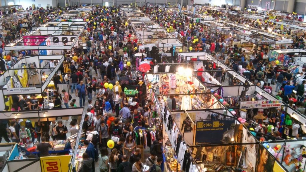 folla stand padiglioni