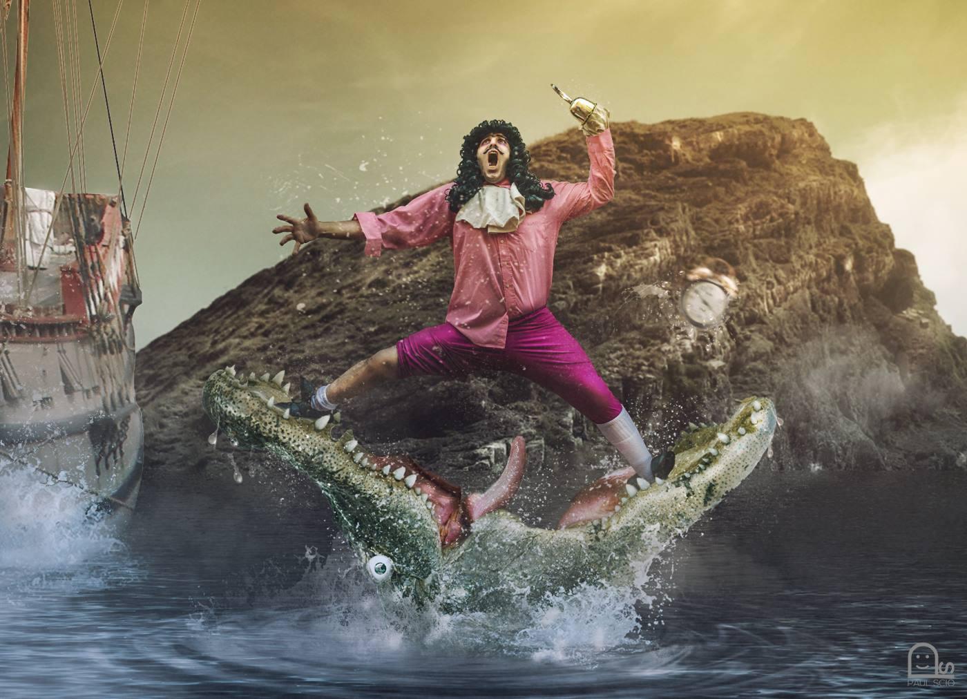 Andrea Barbieri interpreta Capitan Uncino tra le fauci del Coccodrillo in una foto di Paul Scio